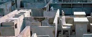 Begehbarer Betonabguss einer Plattenbauwohnung im Detail