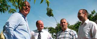 Bauminister Webel mit dem Forum auf Waldstadtspaziergang
